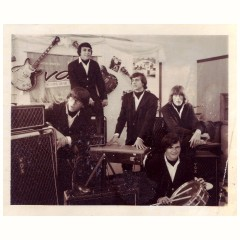 The Invaders, Vox AC100 promotional picture